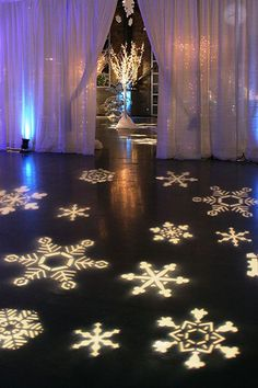 This is such a cool idea for a winter wedding!