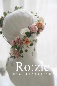 アーティフィシャルフラワーのガーランド http://rozicdiary.exblog.jp/24622172/