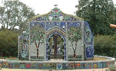 The Bottle Wall Introducing the Bottle Wall, a peculiar form of stained glass. You won't see any mention of bottle walls or bottle houses in the stately and academic tomes of stained glass history. But stained glass it is, and it deserves recognition.