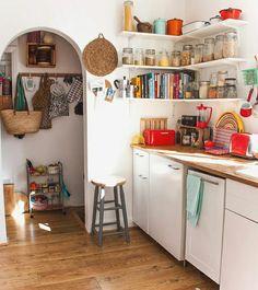 41 The Secret Truth on Top Ideas to Get Boho Style Kitchen Exposed - decorincite Bohemian Interior Design, Home Interior Design, Interior Decorating, Küchen Design, House Design, Design Ideas, Design Trends, Retro Home Decor, Cuisines Design