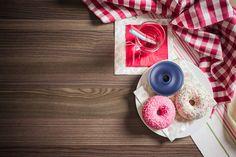Gogosile sunt un desert care ne incanta oricand nu doar gustul, ci si vazul si mirosul. Dar ce-i mai interesant decat acest deliciu pufos?  O boxa cu bluetooth sub forma de gogoasa, care sa ne delecteze si urechile  🍩🎶#ideidecadou #promotionalitems #corporategifts #businessgifts #advertising #present #donut #sweets #foodphotography Romania, Bluetooth