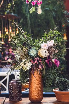 Casamento no Rio de Janeiro: Luiza + Roberto - Constance Zahn | Casamentos Flower Farm, Bouquet, Camila, Table Decorations, Flowers, Furniture, Home Decor, Pink Lily, Wedding Decoration