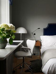 sänggavel och skrivbord