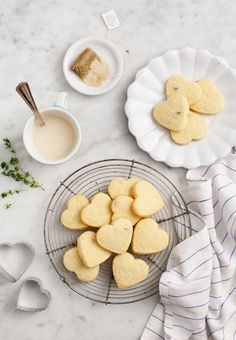 lemon and thyme shortbread biscuits - tangy and sweet, and I love the idea of using rosemary in them!