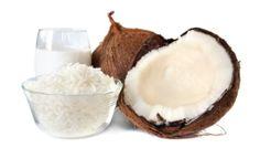 Aprenda 3 receitas com leite de coco para acabar com o ressecamento dos fios.