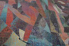 """Plaza Central del Parque Cultural David Ben Gurión (Pachuca, Hidalgo) - La plaza central de este parque es una losa pictórica diseñada por Byron Gálvez Avilés titulada """"Homenaje a la Mujer del Mundo"""". Sus dimensiones son de 80 metros de ancho por 400 metros de largo, dando una superficie de 32.000 metros cuadrados. Está dividido el 16 módulos que contienen 2.080 figuras elaboradas con aproximadamente 7 millones de mosaicos de 12 distintos tamaños y 45 diferentes todos de color"""