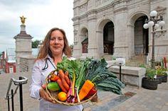 Deux projets pilotes de marchés publics à #Québec | Annie Mathieu | Agro-alimentaire #agroalimentaire Annie, Table Decorations, Fruits And Veggies, Projects, Dinner Table Decorations
