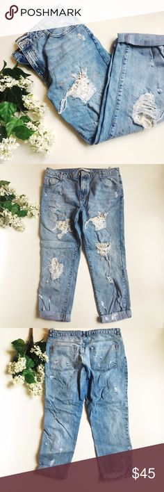 Zara Boyfriend Jeans Zara Destroyed Denim Boyfriend Jeans  Medium Light Wash Color with rips, thread embroidery detail, and white lace insert. Have been worn and washed. Meant to be oversized fit.  Premium Wash Trafaluc  Size: EUR 40 USA 8 MEX 30 Zara Pants Straight Leg