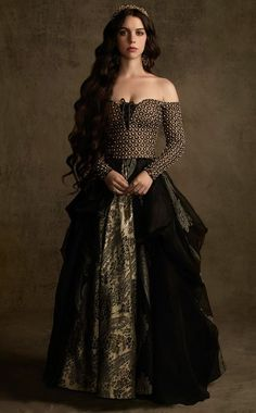 """Adelaide Kane as Queen Mary Stuart in """"Reign"""" Reign Mary, Mary Queen Of Scots, Adelaide Kane, Marie Stuart, Reign Tv Show, Reign Dresses, Reign Fashion, Queen Fashion, Queen Dress"""