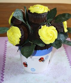 Sweet Pea and Pumkins: Rose Cupcakes Flower pot Tutorial