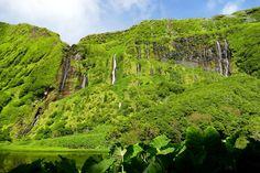 Organiser un voyage aux Açores, conseils pratiques pour éviter les galères - via Fish&Child 24-08-2017 | Les Açores sont les champions du tourisme durable, ils ont une politique très stricte dans ce domaine. Ils n'ont ouvert les low cost vers leurs îles qu'en 2015, mais ont limité le nombre de nuitées. Photo: Poço da Ribeira do Ferreiro (Flores)