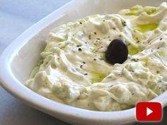 Tzatziki griego: también conocido como salsiki: receta con video desde Grecia, paso a paso para hacer la salsa griega más famosa.