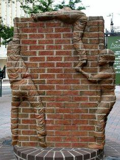 Quirky, unusual public art sculpture of children climbing a brick wall. Statues, Brick Art, Brick Walls, Street Art Graffiti, Outdoor Art, Public Art, Art And Architecture, Love Art, Installation Art