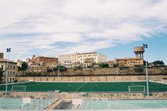 Campo de fútbol y parte trasera de la Residencia de Niños (Huesca)