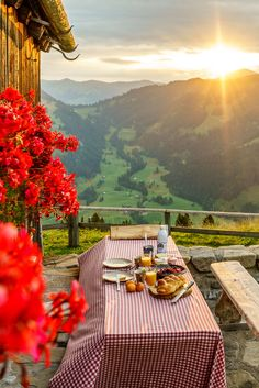 The prettiest Breakfast locations Cute Love Pictures, Summer Pictures, Cool Photos, Beautiful World, Beautiful Places, Nature Landscape, Lake Pictures, Landscape Pictures, Belle Photo