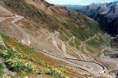Una delle strade piu pericolose del mondo, ma che paesaggio! Passo dello Stelvio (Italia).  Waze vi porta anche qui :)