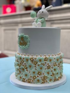 Mon magnifique cake design sur un thème printanier pour un baby boy ou baby girl du printemps. Organiser Une Baby Shower, Desserts, Design, Food, Yummy Cupcakes, Gestational Diabetes, Treats, Spring, Tailgate Desserts