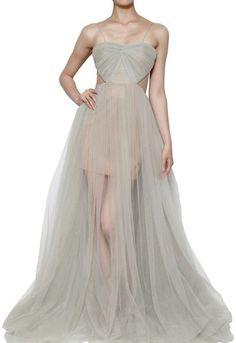 Kolla in denna sida inför syprojektet:  http://www.lyst.com/clothing/maria-lucia-hohan-tulle-draped-long-dress-grey/