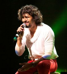 #SonuNigam Sings in One Take for New Marathi Movie #OnlineBinline