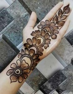 Modern Henna Designs, Latest Arabic Mehndi Designs, Back Hand Mehndi Designs, Henna Art Designs, Mehndi Designs For Girls, Mehndi Designs For Beginners, Dulhan Mehndi Designs, Mehndi Design Photos, Wedding Mehndi Designs