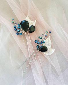 Шпильки для прически с ажурными листочками, черными стразами и синими бусинками добавят изюминку вечернему образу👸🖤💙 Цена одной 250р. #шпилькирачнойработы #шпилькидляпрически #украшениевволосы #украшениядляволос #гребень #веточкадляпрически Bridal Hair Flowers, Bridal Hair Pins, Bridal Jewelry, Beaded Jewelry, Bride Hair Accessories, Handmade Hair Accessories, Hair Jewels, Hair Beads, Pearl Hair Pins