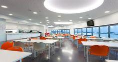 Zona de refeições nas instalações da Leaseplan em Lisboa, Portugal