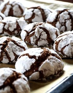 Black Forest Crinkle Cookies – 12 Tomatoes Easy Baking Recipes, Cookie Recipes, Dessert Recipes, Bar Recipes, Candy Recipes, Baking Ideas, Baked Balsamic Chicken, Baked Chicken Recipes, Cookies