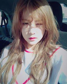 """""""아이눈부셔라~즐거운 주말보내요 팬더들❤️눈오니까 따뜻하게 입고나가고! #L.A#햇살최고#지금은한국이징"""" Kpop Girl Groups, Korean Girl Groups, Kpop Girls, Pink Park, Eun Ji, K Pop Star, The Most Beautiful Girl, Color Rosa, These Girls"""