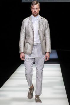 See the complete Giorgio Armani Spring 2018 Menswear collection.