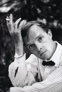 Classic style of famous literary icons - striped shirt, white collar, and bow tie - Truman Capote Book Writer, Book Authors, Monalisa, Southern Gothic, Writers And Poets, People Of Interest, Portraits, Important People, High Society