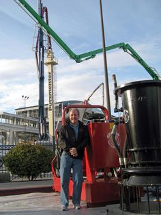 Terry Aylward of Griffin Pump with a submersible Axial Flow Pump and power unit made in the U.S.A. by Griffin!