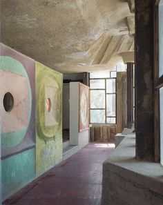 Cat Cast at Cosanti. Soleri Chalky Walls 394, Artist's Handmade Houses. 2011