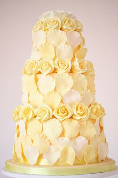Wonderful Peggy Porschen cake. Love her cakes! Beautiful Wedding Cakes, Gorgeous Cakes, Pretty Cakes, Wedding Cake Cutting, Cupcakes, Cupcake Cakes, Yellow Wedding Dress, Yellow Weddings, Biscuits