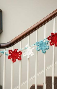 #pinittomakeit Snowflake Garland Free Crochet Pattern from Red Heart Yarns