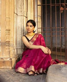 Amazing Indian Style (Part - Pics) Indian Photoshoot, Saree Photoshoot, Indian Dresses, Indian Outfits, Saree Poses, Saree Trends, Indian Designer Outfits, Indian Designers, Sari Dress
