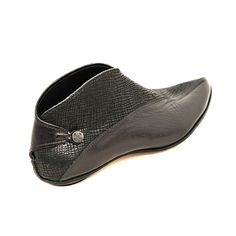 Table - Cydwoq shoes