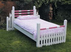 Bed Idea for a little girl! if she happens to be horsey.. ;)