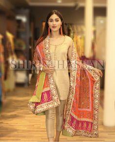 New Pakistan girls Pakistani Fashion Party Wear, Pakistani Wedding Outfits, Pakistani Couture, Indian Outfits, Indian Fashion, Muslim Fashion, Shadi Dresses, Pakistani Formal Dresses, Pakistani Dress Design