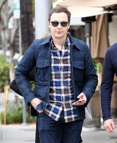Jim Parsons Photos Photos - 'The Big Bang Theory' actor Jim Parsons is spotted having lunch with a friend in Beverly Hills, California on May 25, 2016. - Jim Parsons Has Lunch in Beverly Hills