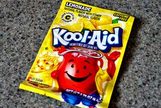 kool aid to clean dishwasher Deep Cleaning Schedule, Room Cleaning Tips, Cleaning Hacks, Dishwasher Smell, Cleaning Your Dishwasher, Natural Cleaning Recipes, Natural Cleaning Products, Cleaning Shower Tiles, Shower Tips