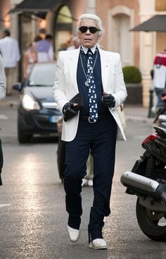Karl Lagerfeld Photos Photos  Karl Lagerfeld Takes a Walk in the French  Riviera a703126c6b
