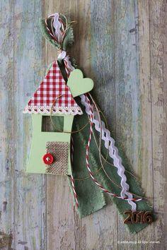 Ξύλινα γουρια Xmas Crafts, Christmas Projects, Christmas Home, Diy And Crafts, Holiday Fun, Holiday Decor, Firs, Christmas Decorations, Christmas Ornaments