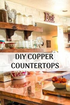 Give your kitchen a whole new look with this great countertop makeover. Your kitchen will look even better with this fabulous farmhouse look. Informations About 70s Kitchen, Copper Kitchen, Home Decor Kitchen, Diy Home Decor, Kitchen Ideas, Bungalow Kitchen, Updated Kitchen, Kitchen Designs, Kitchen Tips