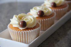 ❤ CupCakes Ivy ❤: Cupcakes vainilla con buttercream de chocolate blanco.