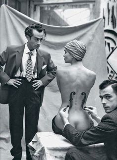 "Man Ray in work with Kiki de Montparnasse for the photography ""Le Violon d'Ingres"", 1924."