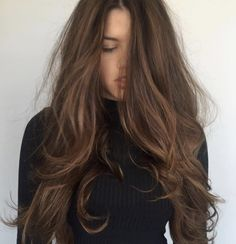 Don't buy the hype that blondes have more fun and brown hair is boring. A rich mocha hair color will quickly convince you otherwise. Mocha Hair, Mocha Brown Hair, Soft Brown Hair, Light Brown Hair Colors, Hair Color Brown, Cinnamon Brown Hair Color, Beautiful Brown Hair, Honey Brown Hair, Hair Shows