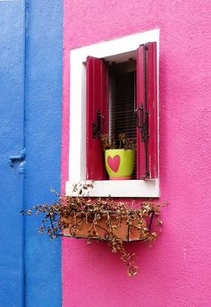 Love the colors and the heart on the pot!! ~Venice, Italy