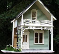 What a perfect little dollhouse!!!