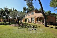 Charming villa for sale in Mazan, in the Vaucluse, clos to Pernes les Fontaines, on a beautiful wooded land of about 2500 m² with a swimming pool. This house of approxima