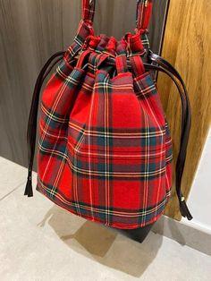 Sac seau Calypso rouge écossais cousu par Jessica - Patron Sacôtin